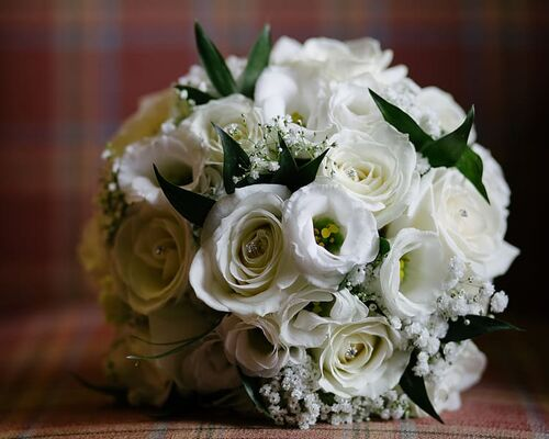 white-flowers-florist-flowers-wedding-photography